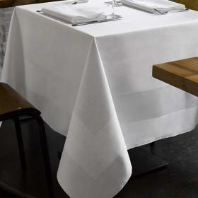nappe-restaurant-coton-blanc-encadre-satin