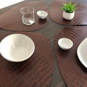 set-table-restaurant-cuir-croco-marron