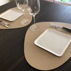 set-table-restaurant-cuir-beige
