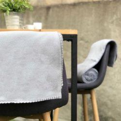 plaid-terrasse-restaurant-gris
